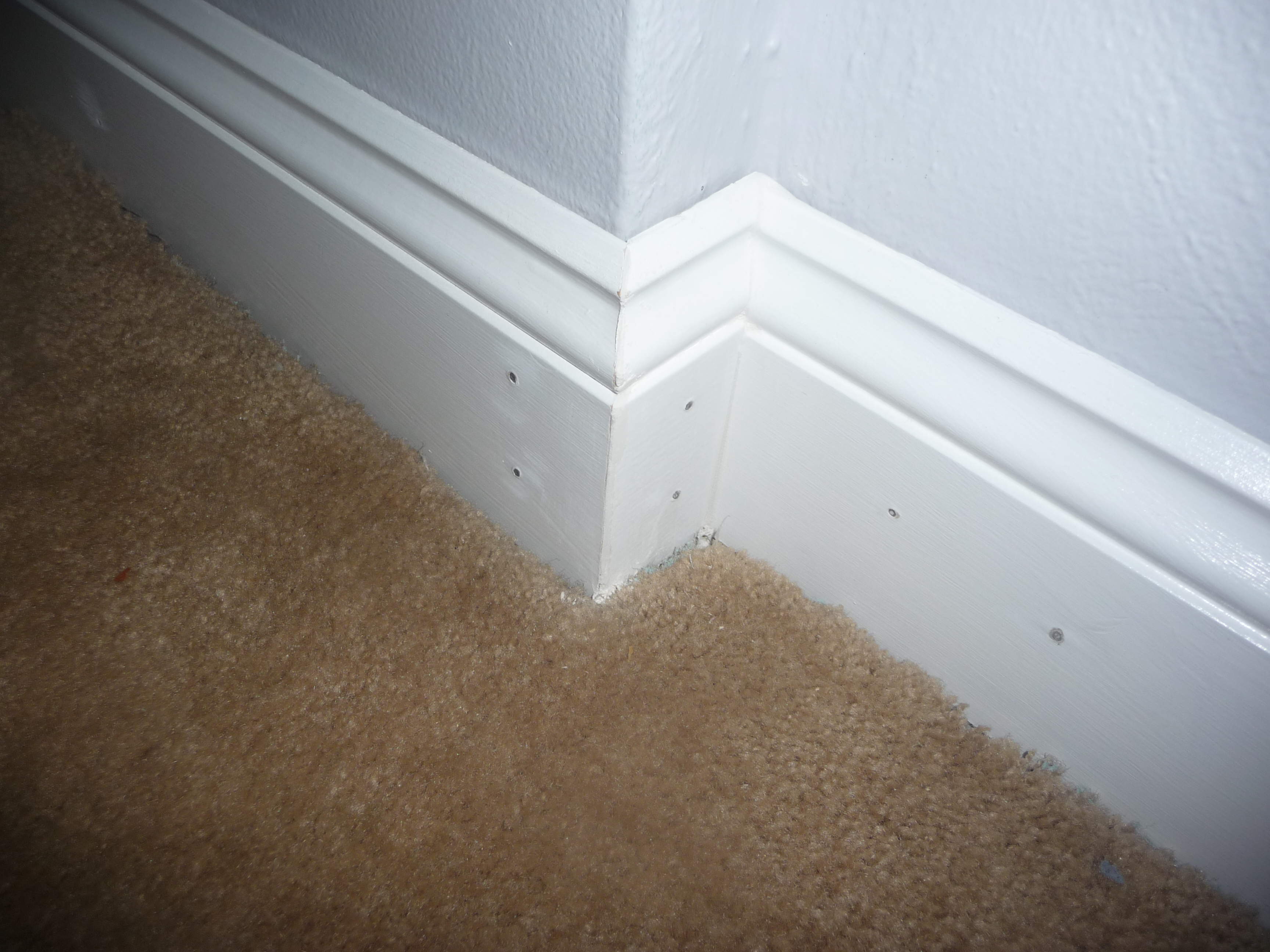 Filling in gaps baseboards benjennandbabies for Cost to paint baseboard